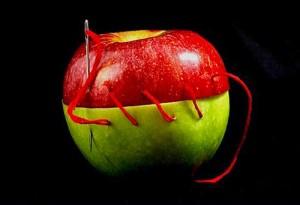 mela cucita